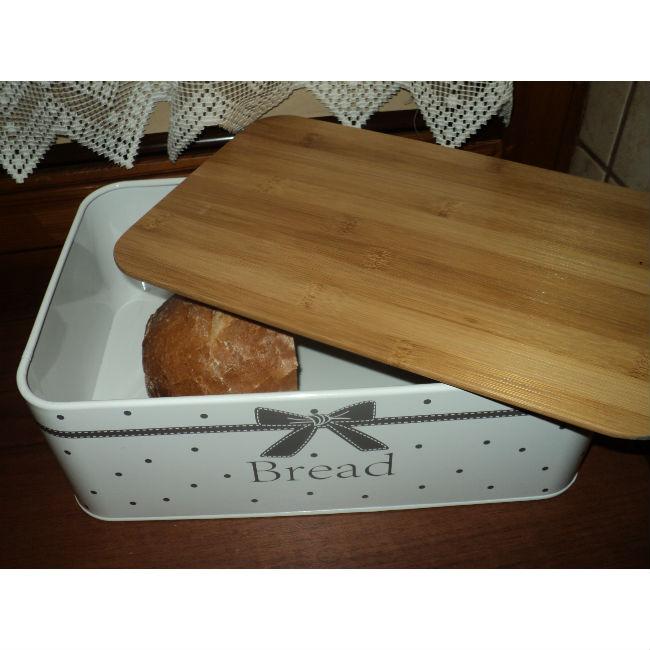 Chlebak kokardka z deską i chleb