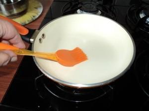 Jak dbać o patelnię ceramiczną-oliwienie
